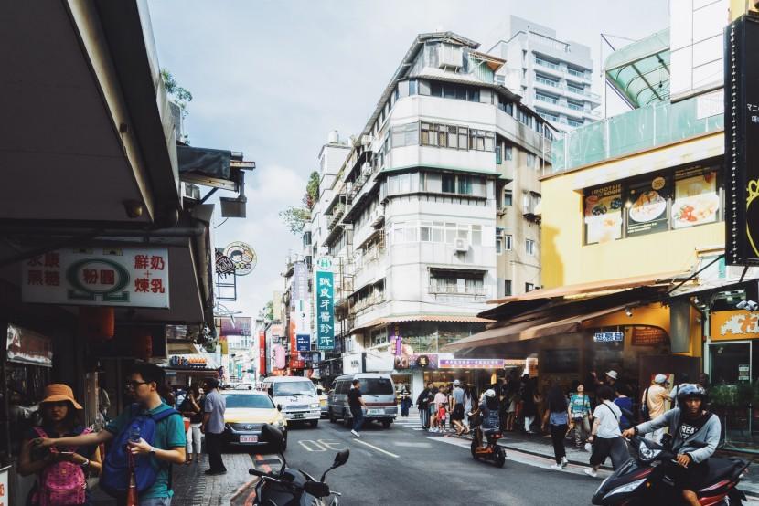 从台北街头的日日夜夜,到东部海岸的风雨兼程